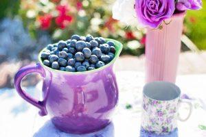 פירות טריים על השולחן