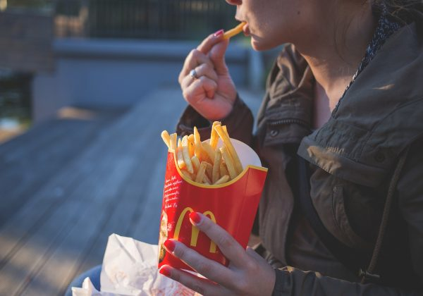 עיקרון מס' 1 שיעזור לך לשנות הרגלים באכילה שלך