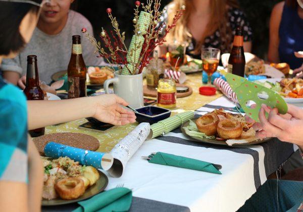 מה קורה כשאני חוגגת עם חברים ואני לא רעבה?